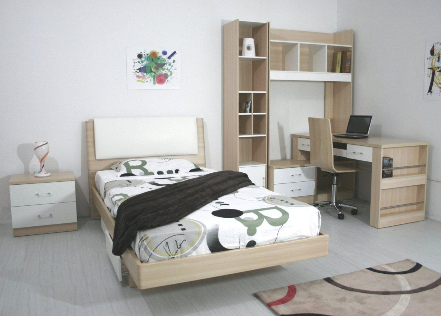 Muebles clásicos para una habitación juvenil  Imágenes y fotos